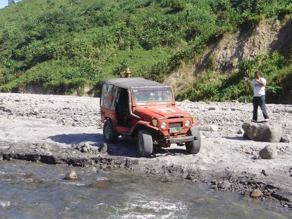 pinatubo-tour-convoy40