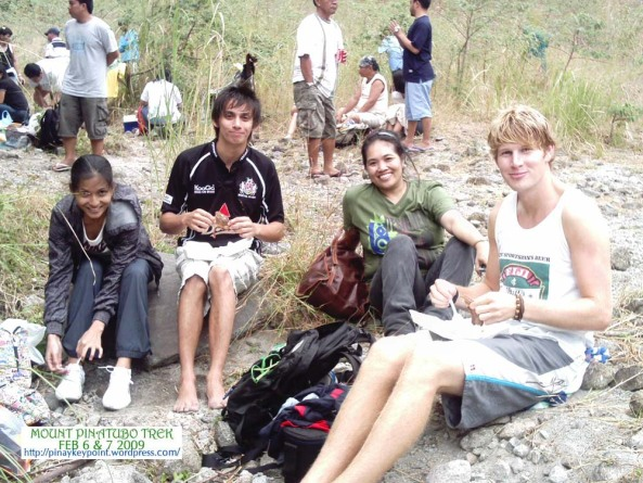 aaron-team-pinatubo-trek-2-7-2009